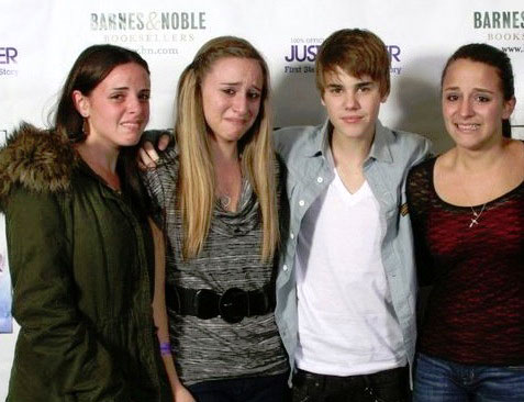 Justin Bieber fans crying
