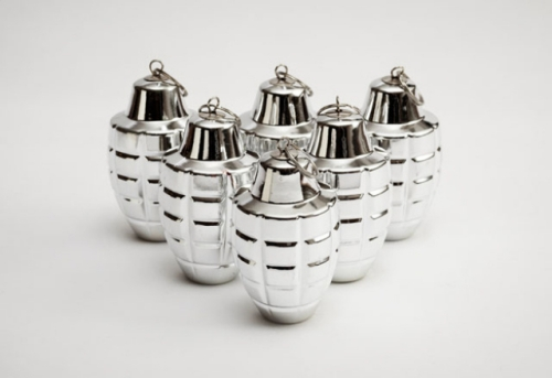 Grenade-Shaped-Christmas-Ornaments