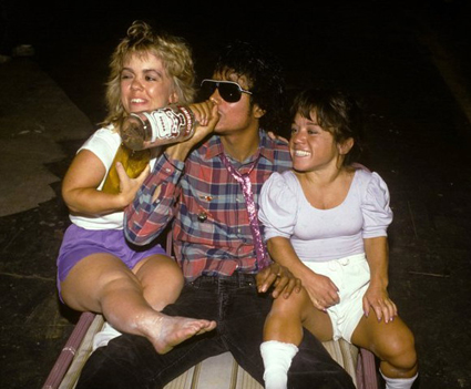 michael jackson drinking vodka with midgets