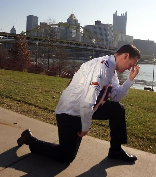 Pittsburgh-mayor-tebowing