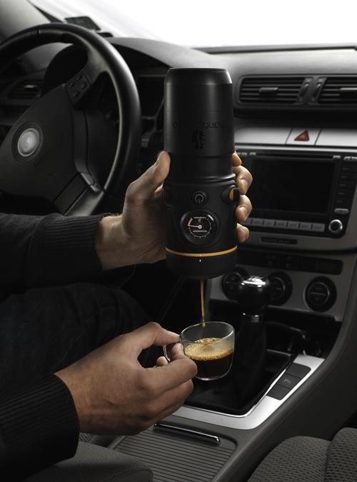 Mobile espresso maker by Handpresso Auto