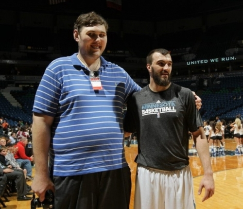 A picture of the tallest man in the world standing next to Nikola Pekovic of the Timberwolves.
