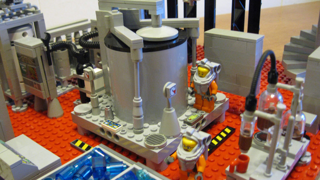 """""""Breaking Bad"""" meth lab done with Legos"""