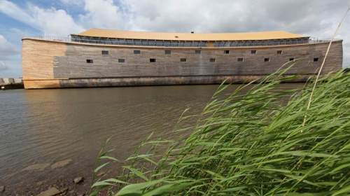 Guy builds an exact replica of Noah's Ark