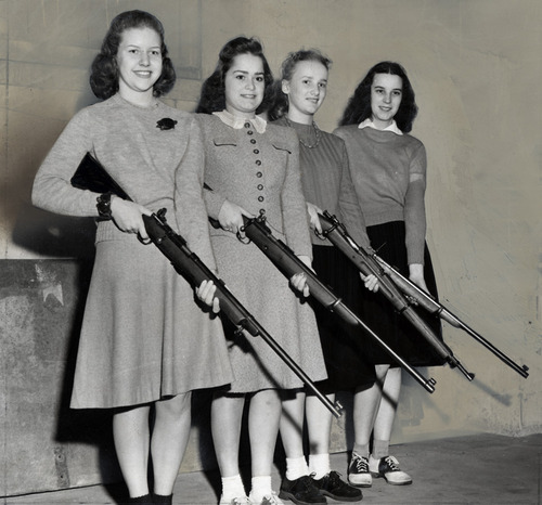 The Girls and Guns Club, University of Chicago, 1940.