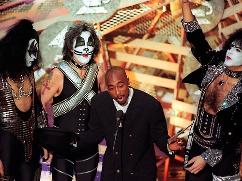 Tupac presenting Grammy Award with Kiss at the 38th Grammy in 1996.