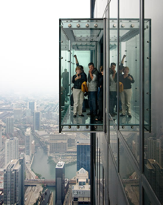Skydeck on 103rd floor of chicago s willis tower shatters for 103 floor skyscraper the sears tower in chicago