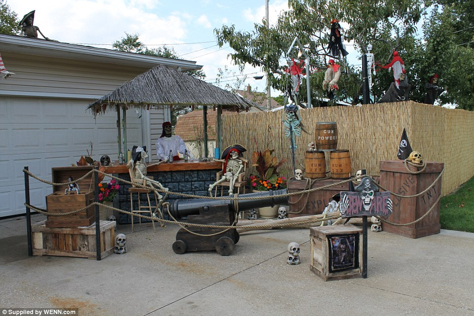 ohio halloween house 3 - Pirate Halloween Decorations