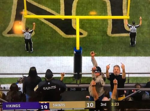 saints fans flipping bird.jpg